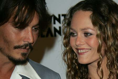 johnny depp and his wife vanessa paradis. Johnny Depp buy the pair of shoes Ferragamo especially for his girlfriend.
